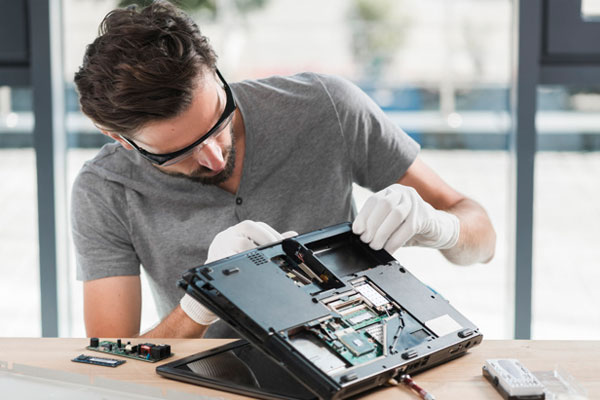 تعمیرات لپ تاپ توسط چه کسانی انجام می شود؟