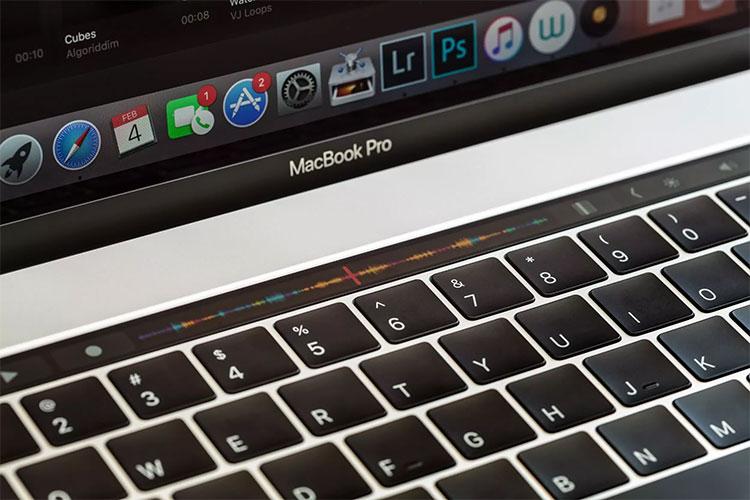 جدیدترین تبلیغ مایکروسافت Surface Pro در نوار لمسی Mac